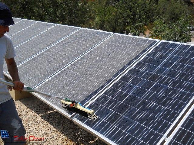 ניקוי מערכות סולאריות